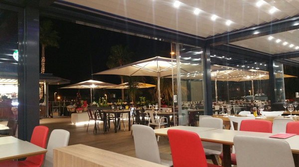 Bioclimatic pergola Med Twist - Santiago Sur 6 shopping center