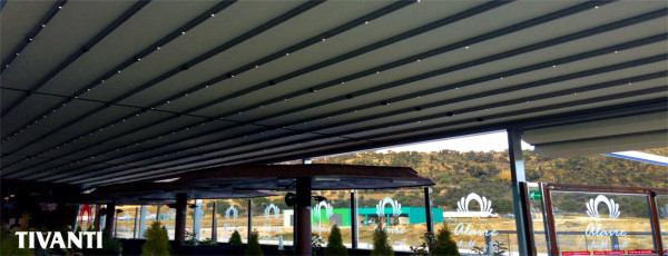 Rainy awning pergola Med Quadra 165 - La Junquera shopping center