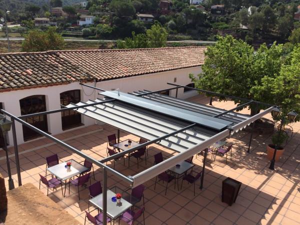 Sliding pergola awning - Mas Sunyol restaurant